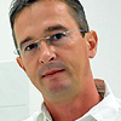 Dr. Péter László -