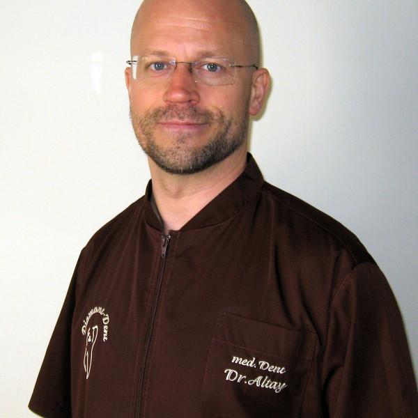 Dr. Altay Zoltán - Fogorvos, Fogszabályozó szakorvos