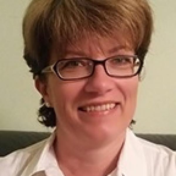 Dr. Karászi Viktória - Bőrgyógyász, Kozmetológus, Gyermekbőrgyógyász