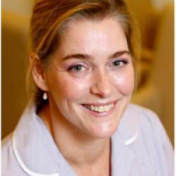 Dr. Péch Zsófia - Bőrgyógyász