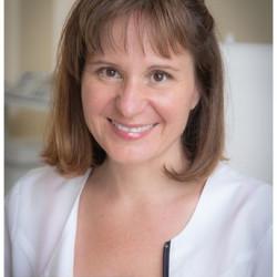 Dr. Lehóczky Hajnalka - Fül-orr-gégész, Gyermek fül-orr-gégész, Audiológus