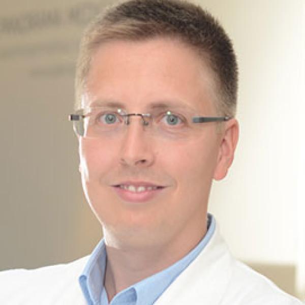 Dr. Cseh Áron - Gyermekgyógyász, újszülöttgyógyász, Gyermek-gasztroenterológus