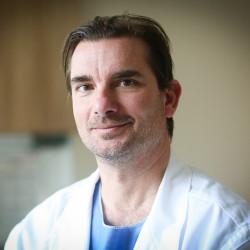 Dr. Csaba Ákos - Kézsebész